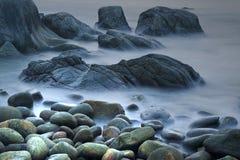 Βράχος & κύματα Στοκ φωτογραφία με δικαίωμα ελεύθερης χρήσης