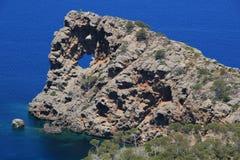 Βράχος με μια τρύπα Στοκ εικόνες με δικαίωμα ελεύθερης χρήσης