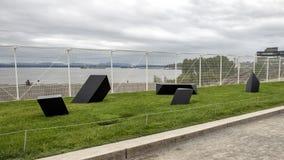 ` Βράχος περιπλάνησης ` από το Tony Smith, ολυμπιακό πάρκο Sculptue, Σιάτλ, Ουάσιγκτον, Ηνωμένες Πολιτείες στοκ εικόνες