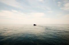 Βράχος σαμάνων κοντά στον ποταμό Angara - λίμνη Baikal - Ρωσία Στοκ εικόνες με δικαίωμα ελεύθερης χρήσης