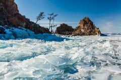 Βράχος σαμάνων, χειμερινή λίμνη Baikal Ρωσία στοκ εικόνες με δικαίωμα ελεύθερης χρήσης