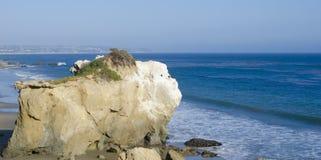 Βράχος στην παραλία Malibu Στοκ φωτογραφία με δικαίωμα ελεύθερης χρήσης