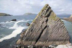 Βράχος στο λιμάνι Dunquin, κεφάλι Slea  Dingle χερσόνησος Στοκ εικόνα με δικαίωμα ελεύθερης χρήσης