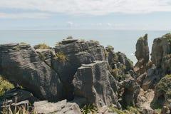 Βράχος τηγανιτών seacoast Νέα Ζηλανδία Panakaiki Στοκ Εικόνες
