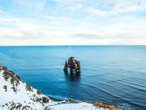 Βράχος Hvitserkur στη θάλασσα, Ισλανδία Στοκ Φωτογραφίες