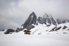 Βράχος moutain με το χιόνι στο shangri-Λα, Yunan, Chaina Στοκ εικόνα με δικαίωμα ελεύθερης χρήσης