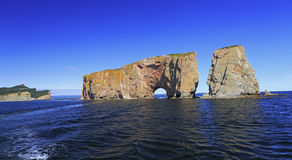 Βράχος Perce από τη θάλασσα, Ατλαντικός Ωκεανός, Κεμπέκ Στοκ εικόνες με δικαίωμα ελεύθερης χρήσης