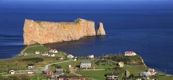 Βράχος Perce, πανοραμική εναέρια άποψη, Κεμπέκ Στοκ εικόνα με δικαίωμα ελεύθερης χρήσης