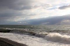 Βράδυ αποβαθρών θάλασσας wawes πλυμένο Στοκ Εικόνα