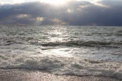 Βράδυ αποβαθρών θάλασσας wawes πλυμένο Στοκ φωτογραφία με δικαίωμα ελεύθερης χρήσης