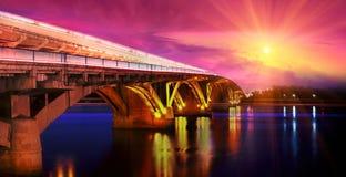 Βράδυ γεφυρών μετρό Στοκ Εικόνες