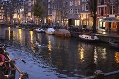 Βράδυ του Άμστερνταμ Nederland νερού της Chanel Στοκ εικόνα με δικαίωμα ελεύθερης χρήσης