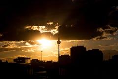 Βράδυ του Βερολίνου Γερμανία Alexanderplatz cloudscape Στοκ φωτογραφία με δικαίωμα ελεύθερης χρήσης