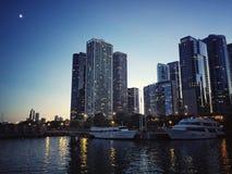 Βράδυ του Σικάγου στη λίμνη στοκ εικόνες