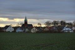 Βράδυ Cloudscape πέρα από Ottersleben Στοκ Φωτογραφίες