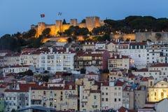 Βράδυ Jorge Castelo de Sao και κτήρια στη Λισσαβώνα Στοκ Εικόνες