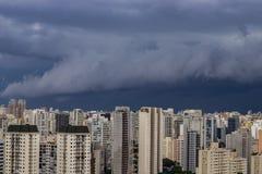 Βρέχει πολύ ισχυρός στην πόλη του Σάο Πάολο, Βραζιλία στοκ εικόνα με δικαίωμα ελεύθερης χρήσης