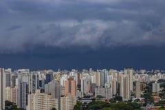 Βρέχει πολύ ισχυρός στην πόλη του Σάο Πάολο, Βραζιλία στοκ εικόνα