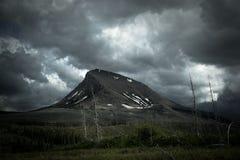 Βρέχοντας ημέρα στο εθνικό πάρκο παγετώνων στοκ φωτογραφίες