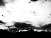 βρέχοντας σύννεφο και σκιά του βουδιστικού κτηρίου Στοκ Φωτογραφία