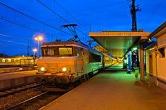 βραδιού τραίνο σταθμών της Γαλλίας hdr ελαφρύ Στοκ φωτογραφίες με δικαίωμα ελεύθερης χρήσης