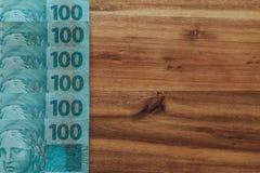 Βραζιλιάνα χρήματα, μετονομασίες 100 reais/θέση για το κείμενο στοκ φωτογραφία με δικαίωμα ελεύθερης χρήσης