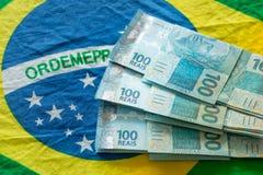 Βραζιλιάνα χρήματα, μετονομασίες 100 reais στοκ εικόνα