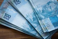 Βραζιλιάνα χρήματα, μετονομασίες 100 reais στοκ εικόνες