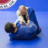 Βραζιλιάνο Jiu Jitsu ανάμιξε τις πολεμικές τέχνες επιτιθειμένος την κατάρτιση στην ακαδημία Fulham Gracie Barra στο Λονδίνο, UK Στοκ φωτογραφία με δικαίωμα ελεύθερης χρήσης