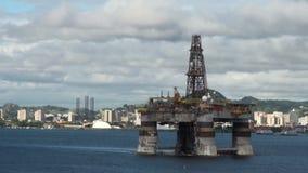 Βραζιλία - πλατφόρμα άντλησης πετρελαίου στο Ρίο ντε Τζανέιρο απόθεμα βίντεο