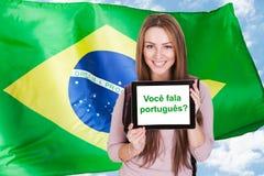 Βραζιλιάνα Woman Asking Do You Speak πορτογαλικά στοκ φωτογραφίες