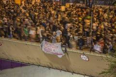 Βραζιλιάνοι διαμαρτύρονται ενάντια στην άνοδο μεταφέρουν δημόσια τις τιμές - São Paulo στοκ εικόνα