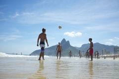 Βραζιλιάνοι που παίζουν την παραλία Ρίο Altinho Ipanema Στοκ Εικόνα