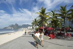 Βραζιλιάνο Ρίο ντε Τζανέιρο παραλιών Surfers Ipanema Στοκ Εικόνα