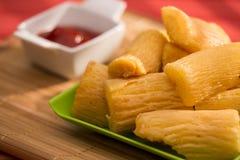 Βραζιλιάνο τηγανισμένο τρόφιμα yucca στοκ φωτογραφία με δικαίωμα ελεύθερης χρήσης