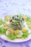 Βρασμένα αυγά με τη σαλάτα, το αγγούρι και το ραδίκι Στοκ Φωτογραφία