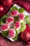 Βρασμένα αυγά με τους νεαρούς βλαστούς κόκκινων τεύτλων Στοκ Φωτογραφία