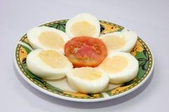 βρασμένα αυγά που τεμαχίζ&om στοκ εικόνα