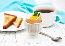 βρασμένα αυγά προγευμάτω&nu Στοκ Φωτογραφίες