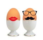 Βρασμένα αυγά στον κάτοχο που απομονώνεται στο λευκό Στοκ Εικόνα