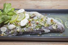 Βρασμένα στον ατμό λεμόνι snapper ψάρια Στοκ Εικόνες