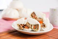 Βρασμένα στον ατμό κουλούρια χοιρινού κρέατος, κινεζικό αμυδρό ποσό Στοκ Εικόνες