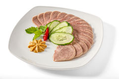 Βρασμένη γλώσσα χοιρινού κρέατος με τα πράσινα στοκ φωτογραφίες με δικαίωμα ελεύθερης χρήσης