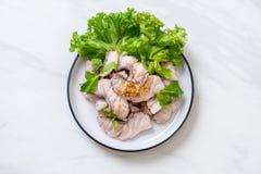 Βρασμένη εμβύθιση ψαριών με τη σάλτσα στοκ φωτογραφία