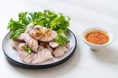 Βρασμένη εμβύθιση ψαριών με τη σάλτσα στοκ φωτογραφίες