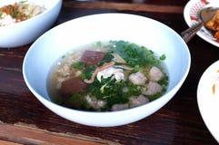 Βρασμένη σούπα αίματος χοιρινού κρέατος με τα μικτά λαχανικά στοκ εικόνα με δικαίωμα ελεύθερης χρήσης