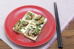Βρασμένη στον ατμό στάρπη φασολιών με το χορτάρι στη σάλτσα στρειδιών, κινεζική κουζίνα Στοκ φωτογραφία με δικαίωμα ελεύθερης χρήσης