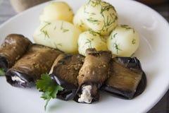 Βρασμένοι ρόλοι πατατών και μελιτζανών Στοκ Φωτογραφίες