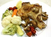Βρασμένος στον ατμό veg και γεύμα ποδιών κοτόπουλου Στοκ Φωτογραφία