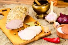 Βρασμένο κρύο χοιρινό κρέας με το καρύκευμα Στοκ Εικόνες